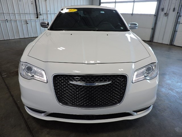 Pre-Owned 2017 Chrysler 300C Platinum